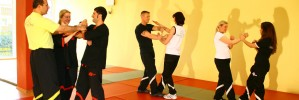 in Wing Tsun Trainingszeiten (Kinder/Jugend)